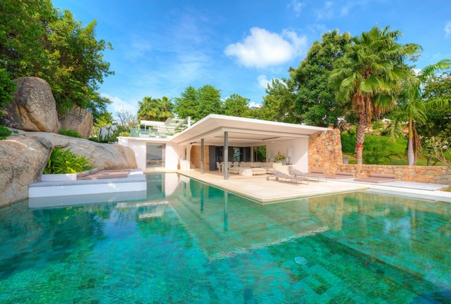 Garden luxury villa for rent